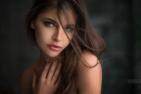 Восхитительные красотки на фотографиях Dark hair light
