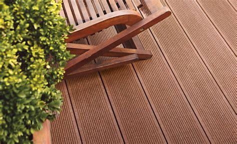 wpc dielen auf balkon verlegen pflege wpc terrassendielen holzterrasse selbst de