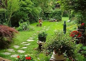 Gartengestaltung Kleine Gärten Bilder : gartengestaltung beispiele vorher nacher kleiner garten ~ Frokenaadalensverden.com Haus und Dekorationen