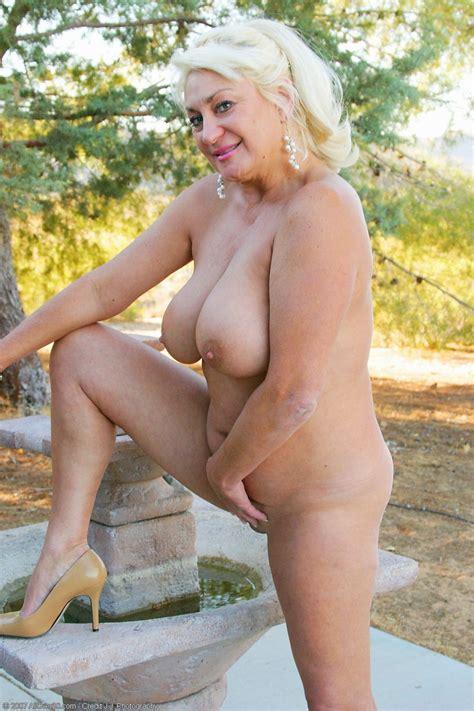 Chubby Granny Posing Naked Pichunter