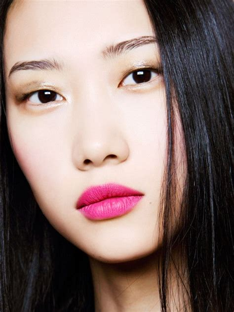 glitter  holiday party beauty  pink lipstick makeup pink lips makeup bright pink