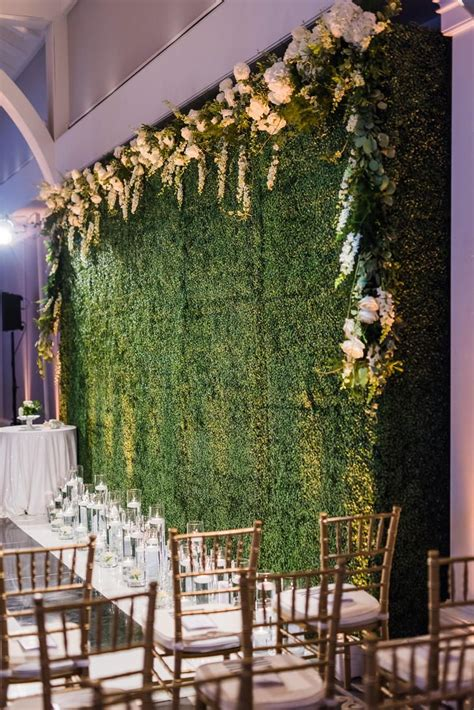 Boxwood Ceremony Backdrop Photo Wedding Photojournalism