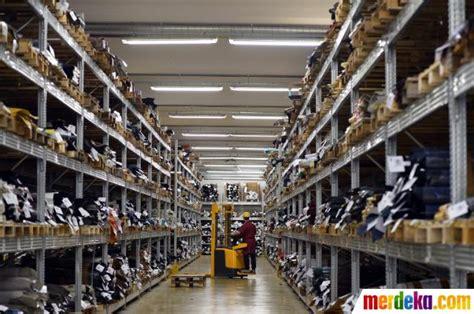 foto menengok pabrik sepatu mewah tods  italia