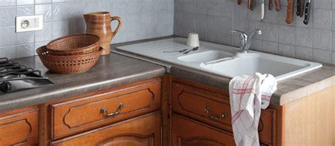 peinture pour meubles de cuisine en bois verni rénovation cuisine peindre meubles cuisine en bois vernis