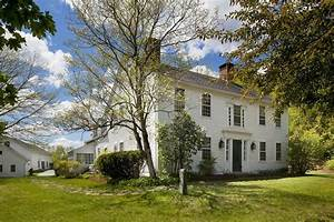 Renee zellweger selling connecticut country home zillow for Barn homes for sale in ct