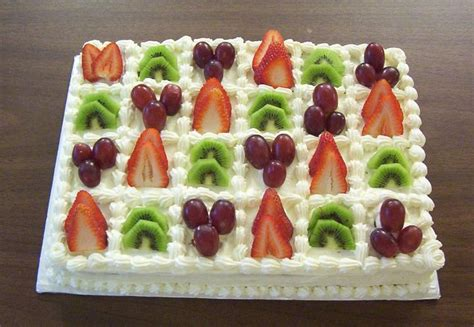 Cakes Decorated With Fruit by 25 Best Ideas About Fruit Cake Decorating On