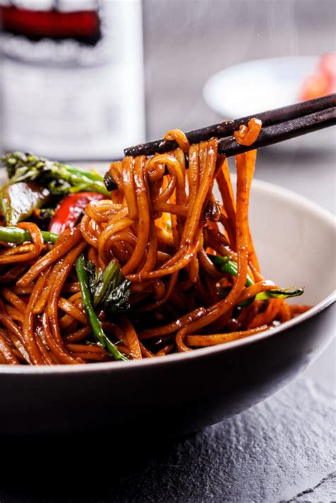 easy vegetable chow mein simply delicious