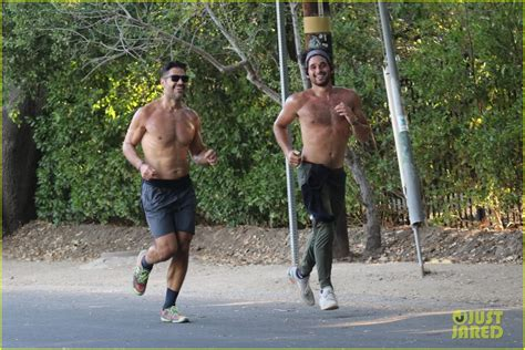 Dwts Alan Bersten Bares His Ripped Abs During A Shirtless