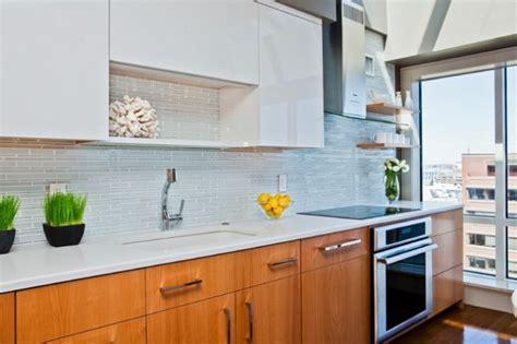 modern kitchen glass backsplash keramičke ploč između kuhinjskih elemenata 32 ideje 7708