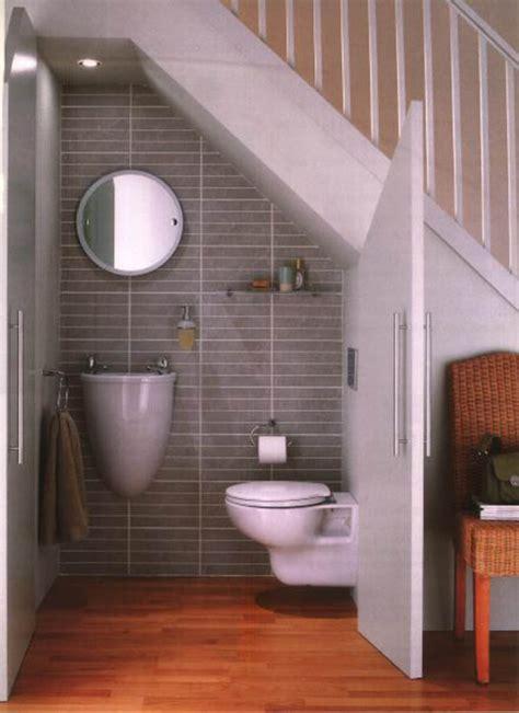 salle de bain sous escalier am 233 nager l espace sous un escalier viving