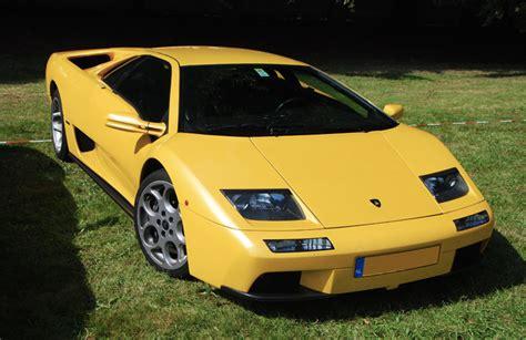 1997 1/2 lamborghini diablo roadster finished in a stunning blu scuro with just 36,222 km. El Lamborghini Diablo cumple 30 años: el auto que le disputó el trono a Ferrari - La 100