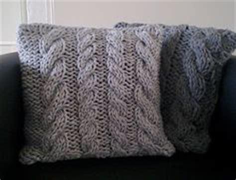 kissen stricken zopfmuster eine kostenlose strickanleitung schritt f 252 r schritt erkl 228 rt zum hochwertigen kissen stricken