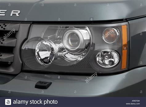 land rover range rover sport hse  green headlight