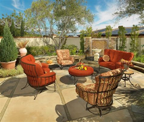 outdoor furniture tips trends luxury pools