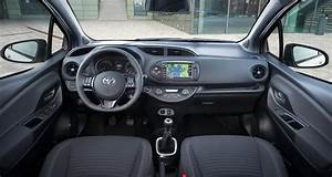 Toyota Yaris Hybride Dynamic : toyota yaris restyl e la citadine hybride l 39 essai ~ Gottalentnigeria.com Avis de Voitures