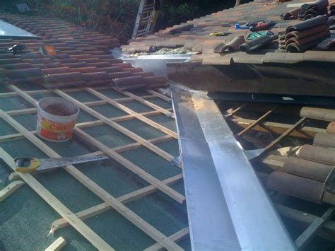 abergement de cheminee abergement de chemin 233 e zinc avec solin ciment charpente
