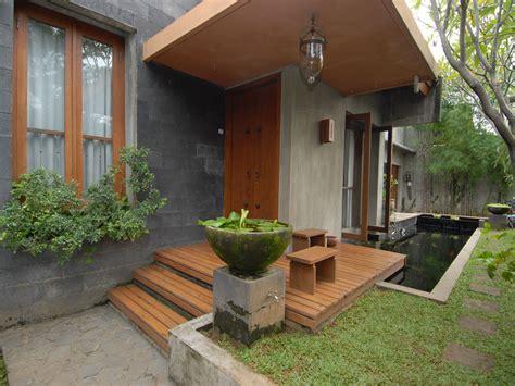 model teras rumah pintu samping desain rumah