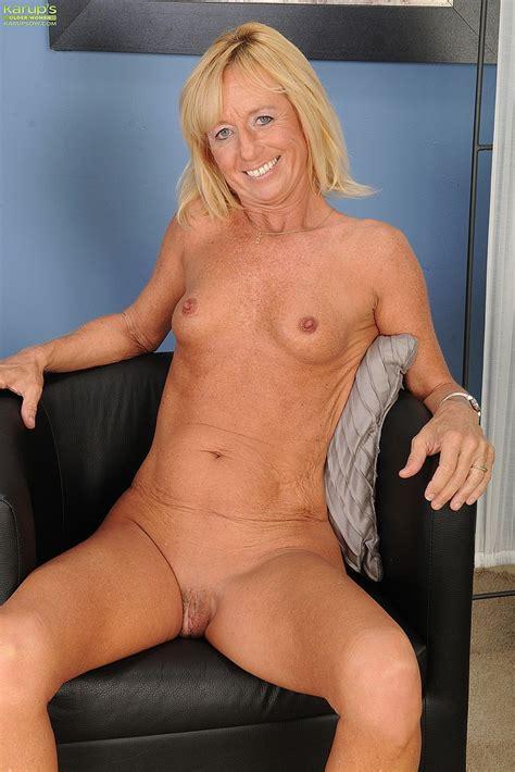 Blonde Milf Casey Ivy Strip Naked Milf Fox