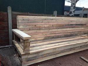 Tutorial pallet l shaped sofa for patio couch 101 for Pallet sectional sofa plans