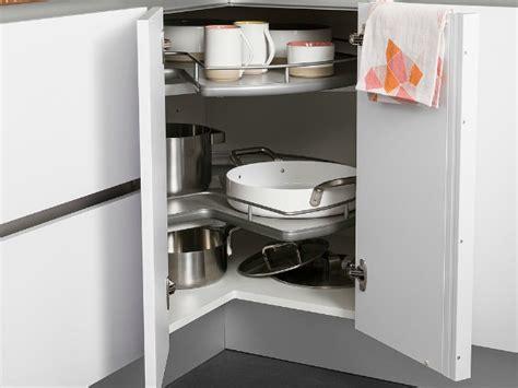 meuble d angle cuisine but cuisine les placards et tiroirs