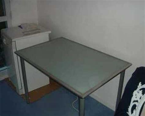 plateau bureau bureau avec plateau en verre trempé ikea vika lauri