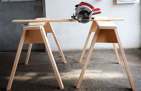 build simple stackable sawhorses
