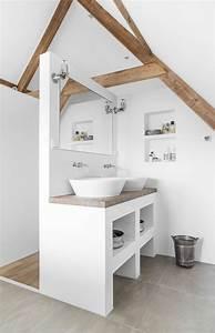 une salle de bain sous pente ou sous combles en 52 photos With comment meubler un petit studio 16 tout pour votre chambre mansardee en photos et videos
