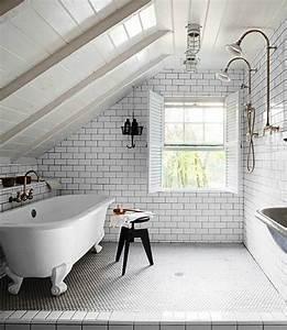 Badezimmer Decke Verkleiden : badgestaltung in der dachgeschosswohnung und wie das am besten gelingt ~ Markanthonyermac.com Haus und Dekorationen
