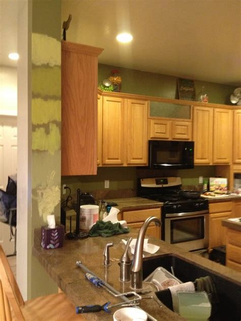 paint colors that go with oak cabinets best paint color with honey oak cabinets