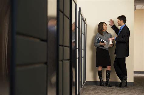 relation amoureuse au bureau relations amoureuses au travail la loi et ses limites