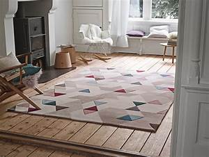 le tapis graphique a triangles multicolores photo 7 12 With tapis moderne avec canapé rotin ikea