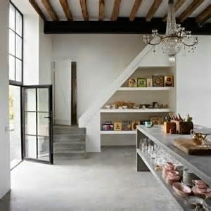 cuisine sous escalier adoptez l aménagement sous escalier chez vous