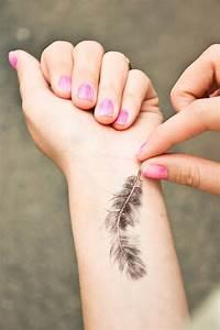 Tatouage Plume Poignet : tatouage bracelet poignet plume tattoo boutique ~ Melissatoandfro.com Idées de Décoration