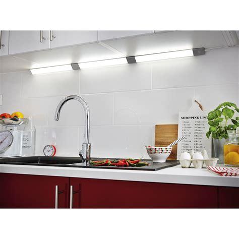 reglette cuisine réglette à fixer triangle led intégrée 55 cm inspire 6