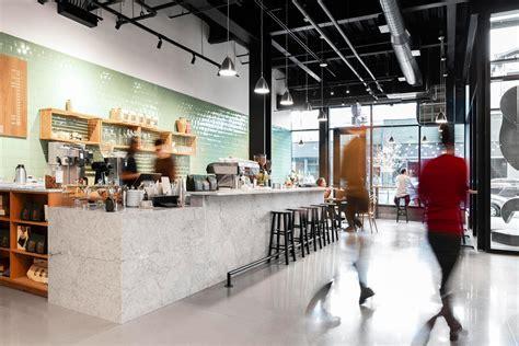 Elm's decaf colombia delivers satisfying flavor despite its decaffeinated nature. Elm Coffee Roasters de Olson Kundig   Cafeterías - Interiores
