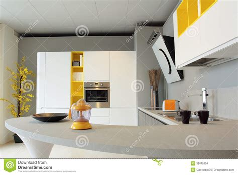 cuisine blanche et jaune cuisine blanche et jaune idées de design suezl com