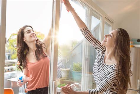 Fenster Putzen Spiritus by Fenster Putzen Fenster Putzen Waghalsige Oma Putzt