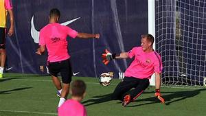 Evening training session with 22 players | FC Barcelona
