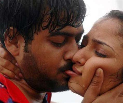 actress kiss fans tamil hot actress pics photos images stills movie stills