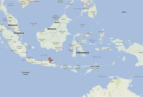 surabaya map  surabaya satellite image