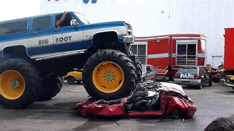 video de monster truck des 201 normes monster truck 201 crasent des voitures youtube