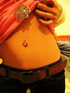 Celebrities With Piercings: Belly Piercing Gone Wrong