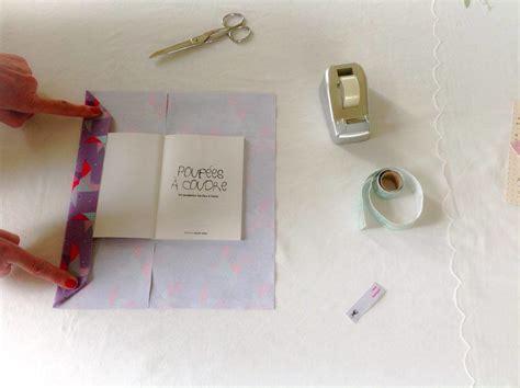recouvrir un canapé avec du tissu tutoriel diy recouvrir un livre avec du tissu