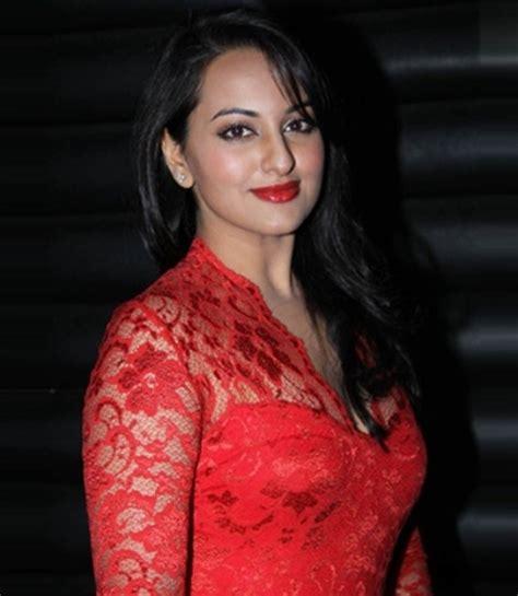 actress lipstick kiss top 10 bollywood divas with red lips indian makeup blog