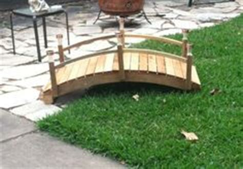 arched garden bridge   pallet wood pallet wood