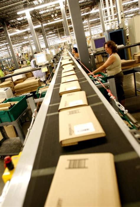 amazon center fulfillment warehouse delivery service shipping station logistics california fulfilment facility open geekwire looks jobs sumner wa plans orders