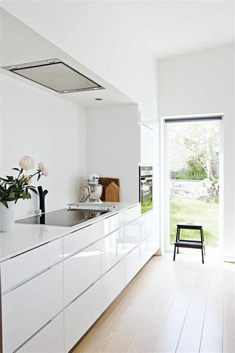 cuisine laqu馥 blanche ikea la cuisine blanche laquée en 35 photos qui vont vous inspirer archzine fr