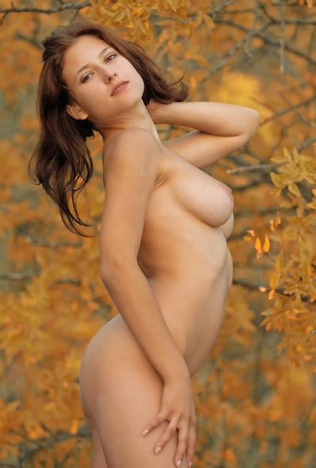 Oleeta Poses Nude Outdoors On A Beautiful Fall Day For Erotic Nudes Xbabe