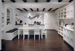 Cuisine Avec Parquet : photo le guide de la cuisine cuisine amenag e blanc avec parquet ~ Melissatoandfro.com Idées de Décoration