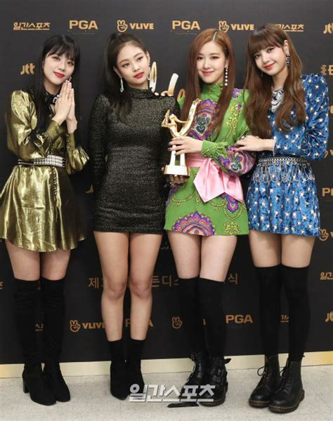 blackpink perform golden disc awards january